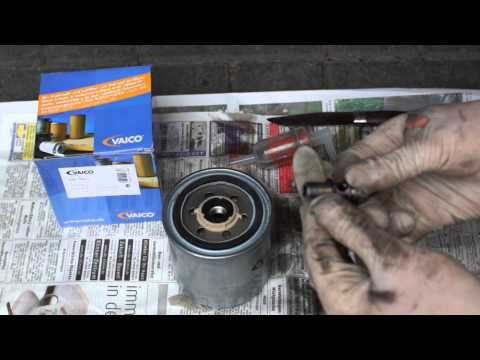 Mercedes-Benz 300 SDL TURBO – OM 603 – DIESEL FUEL FILTER CHANGE