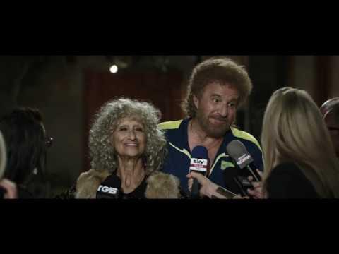 Preview Trailer Poveri ma ricchi, Bill, clip dal film