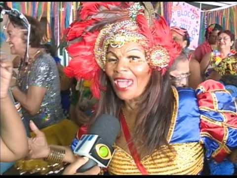 Foliões especiais fazem a festa em bloco carnavalesco