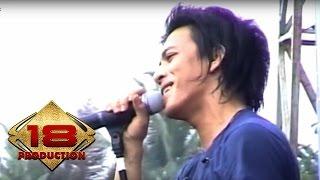Video Peterpan - Dibalik Awan  (Live Konser Mataram 4 November 2007) MP3, 3GP, MP4, WEBM, AVI, FLV Maret 2019