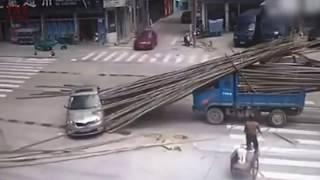 Video CCTV - Kejadian Aneh dan Ngeri Parah Bikin Ngilu Terekam CCTV   Dijamin Merinding   Ada Lucu nya MP3, 3GP, MP4, WEBM, AVI, FLV September 2017