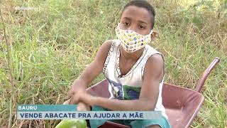 Menino de 11 anos vende abacate pra aumentar na renda da família