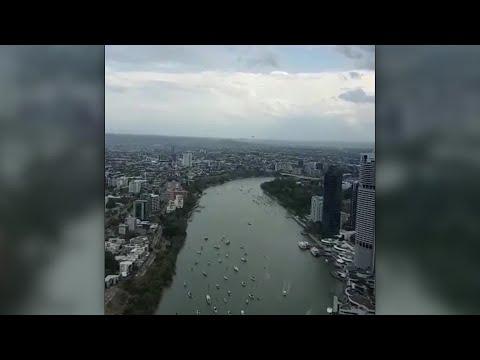 Военный Боинг C-17 пролетел между домами в Австралии, напугав жителей