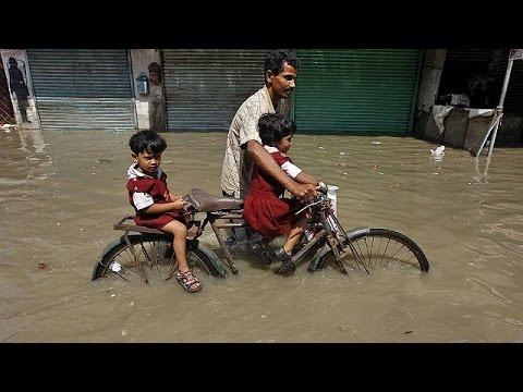 Ινδία – Πακιστάν: Εκατοντάδες νεκροί λόγω σφοδρής κακοκαιρίας