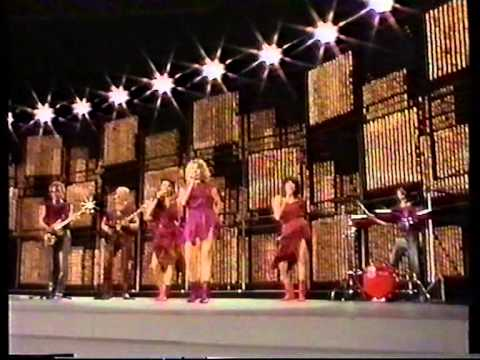 Tekst piosenki Gry Johansen - Kloden drejer ( Eurovision 1983 ) po polsku