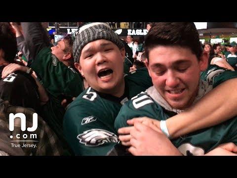 Eagles fans celebrate Super Bowl win on the streets of Philadelphia (видео)