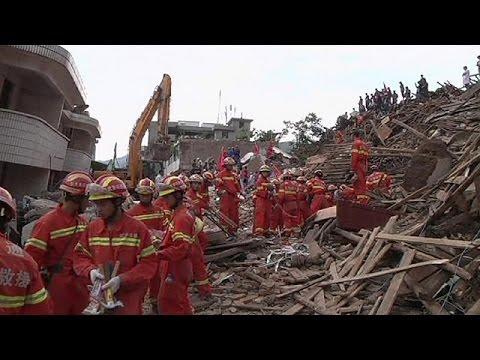China:servicios de rescate trabajan a contrarreloj.