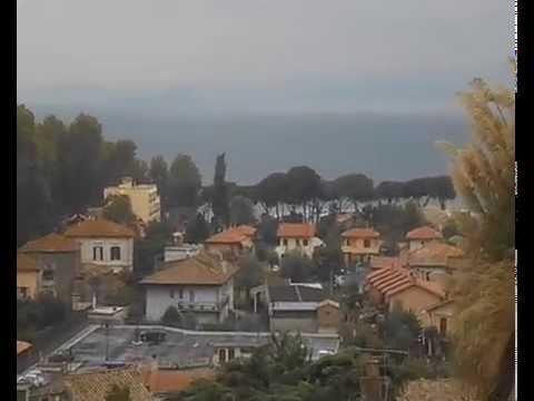 La cittadina sul lago