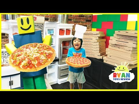 ROBLOX Work at a Pizza Place In real life Pretend Play food (видео)