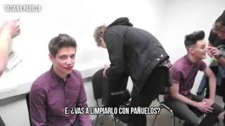 5 Seconds Of Summer -  The 'He Looks So Perfect' game (Sub español)