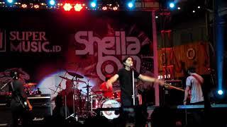 Sheila on 7 at La Piazza Jakarta Food Street Festival