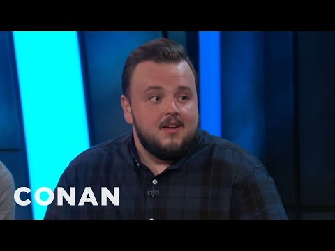 John Bradley Compares Kit Harington To The Mona