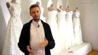 """""""Ilga suknelė su vienu ryškiu akcentu - šio sezono tendencija!""""- dizaineris Egidijus Rainys"""