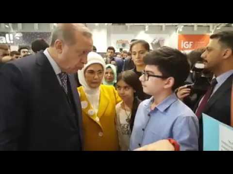Cumhurbaşkanımız R. Tayyip ERDOĞAN Çınar Koleji öğrencilerinden projeleri hakkında bilgi aldı.