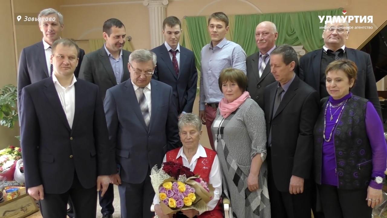 Галине Кулаковой на 75-летие подарили внедорожник