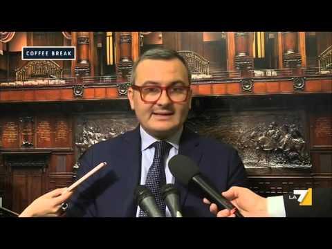 Decreto legge banche, Carla Ruocco (M5S):'Chiediamo le dimissioni del Ministro Boschi' (видео)