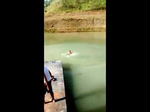 Vinicius pulando do Pier em Igaratá