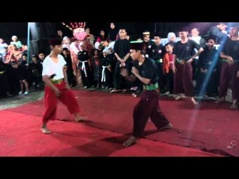 Silat Rahmat Padepokan Naga Nger'em dalam acara Silaturrahmi Silat Betawi Paku Jaya