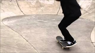 Cómo hacer un Ollie Shifty con tu patineta. Part of the series: Patineta: Trucos avanzados. Descubre de la mano de este experimentado skater cómo lograr un Ollie Shifty en este video gratuito. Read more: http://www.ehowenespanol.com/ollie-shifty-patineta-video_461655/