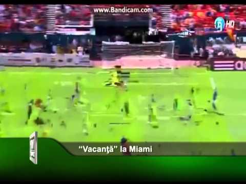 """""""Vacanta"""" la Miami"""