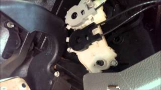 Manually Adjusting HVAC Air Flow Control - 2005 Ford Focus