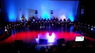 Coral do Instituto Federal Fluminense Campus Macaé interpretando a música O Fortune no I Festival de Arte e Cultura do Instituto Federal Fluminense ...