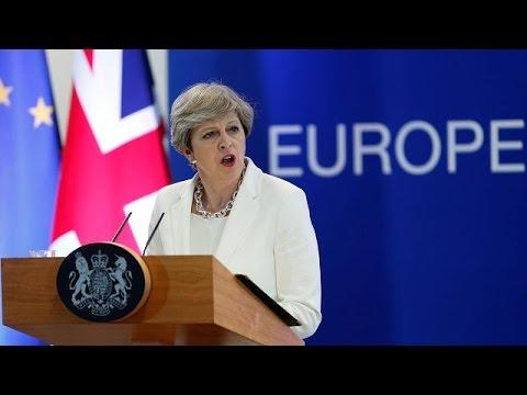 Τ.Μέι: Ίσα δικαιώματα με τους Βρετανούς θα έχουν οι Ευρωπαίοι που ζουν στη Μ. Βρετανία
