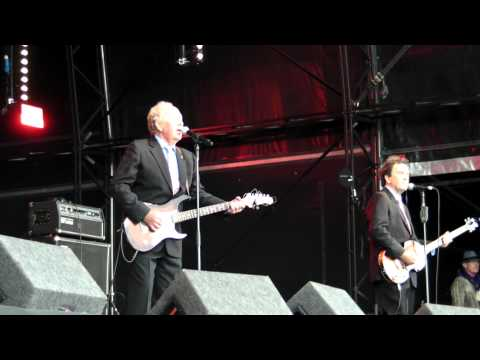 The Barron Knights - Save the Last Dance for Me (live at Wychood festival - 31st May 15)