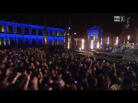Tekst piosenki Eros Ramazzotti - Sotto lo stesso cielo po polsku