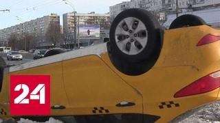 На севере Москвы перевернулось такси, пострадал водитель