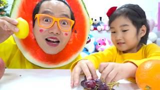 Video 과일 색칠놀이 하면 진짜 과일이 나온데요! 여러가지 과일로 색깔 배우기 색칠공부 놀이 Learn Colors MP3, 3GP, MP4, WEBM, AVI, FLV September 2018