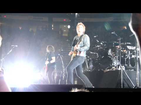 End of Runaway-Jon's Solo Bon Jovi Raleigh NC 11/06/2013
