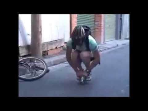 Andando de Mini Bicicleta