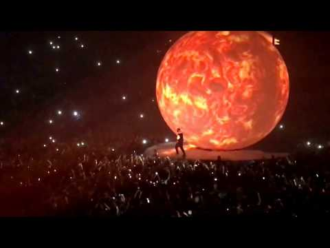 DRAKE LIVE AT 02 ARENA LONDON   RUNNING THROUGH THE 6 WITH MY WOES   #BoyMeetsWorldTour  