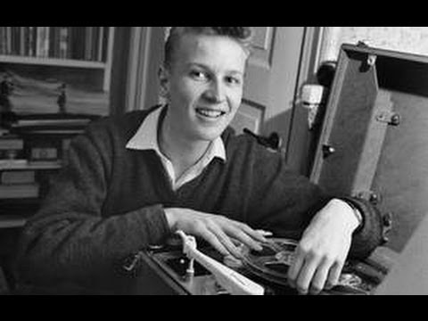 """En beretning om hvordan den nye musik vandt indpas i Danmarks Radio. Jørgen Mylius begyndte den 29. januar 1963 at spille ungdommens musik i programmerne """"Top 20"""" og """"Efter Skoletid"""""""