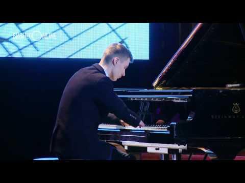 Aleksei Romanov – la pian, fără degete