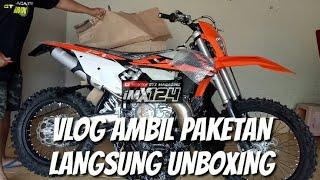 Video VLOG NGAMBIL PAKETAN MOTOR KTM 250XC-W 2-STROKE LANGSUNG UNBOXING MP3, 3GP, MP4, WEBM, AVI, FLV Maret 2019