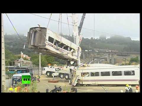 На месте крушения поезда в испании ведутся аварийно-спасательные работы