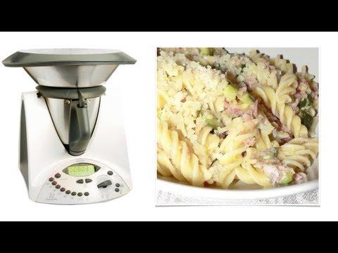 video ricetta: bimby - fusilli con sugo alle zucchine, speck e fontina
