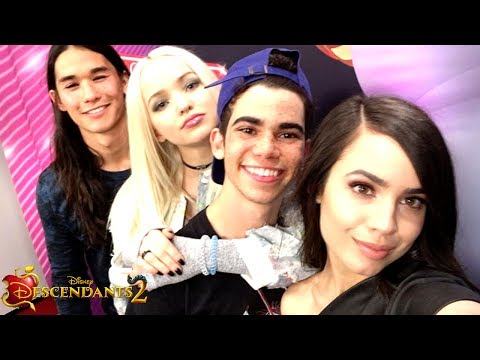 VK's take over Disneyland 🎉 + D23.💥 | Episode 11 | Descendants 2 Wicked Weekly (видео)