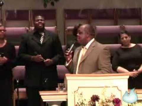 "Pastor Sam Emory sings ""I Won't Complain"""