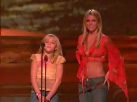 Jamie Lynn Spears and Britney Spears on Teen Choice Awards 2002