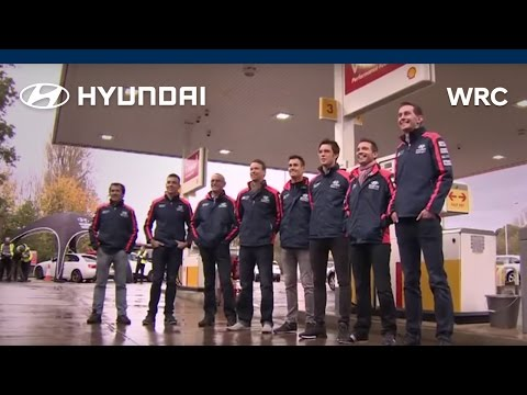 Vídeo Dani Sordo y el resto del equipo ejercen de gasolineros WRC Rally Gran Bretaña 2015