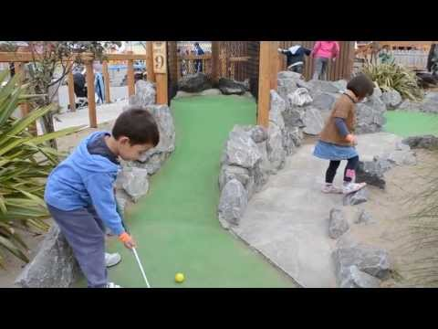 Mini golf play fun : James is a very funny player