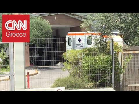 Video - Αποχώρησε με ασθενοφόρο μέλος της Επιτροπής για τις τηλεοπτικές άδειες από τη ΓΓΕΕ (vid)