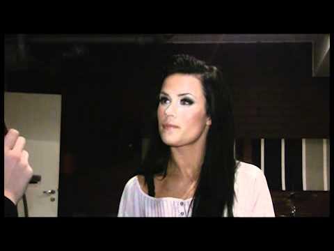 Martina Aitolehti laulaa ja Victoria esittelee tanssitaitojaan studiossa! tekijä: Seiska