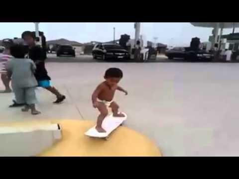 ابن السنتين ... يتزلج وببراعة !