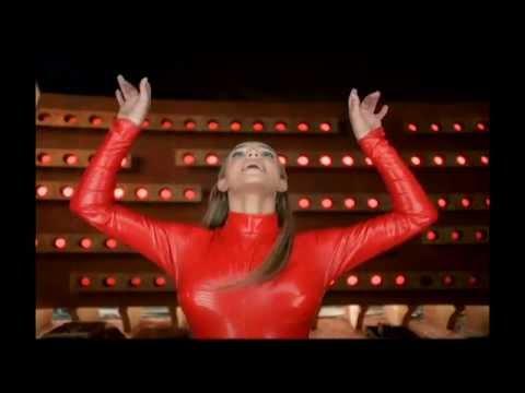 Britney Spears - Oops!...I Did It Again (zene nélkül, csak a klip zajai, érdekes)