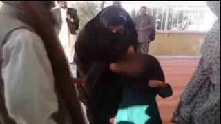 کتک زدن پدری که دخترش را به ازای یک بز فروخته است