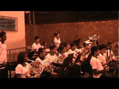 Présentation de l'Orquestra Juvenil do Projeto Música nas Escolas no bairro Roberto Silveira